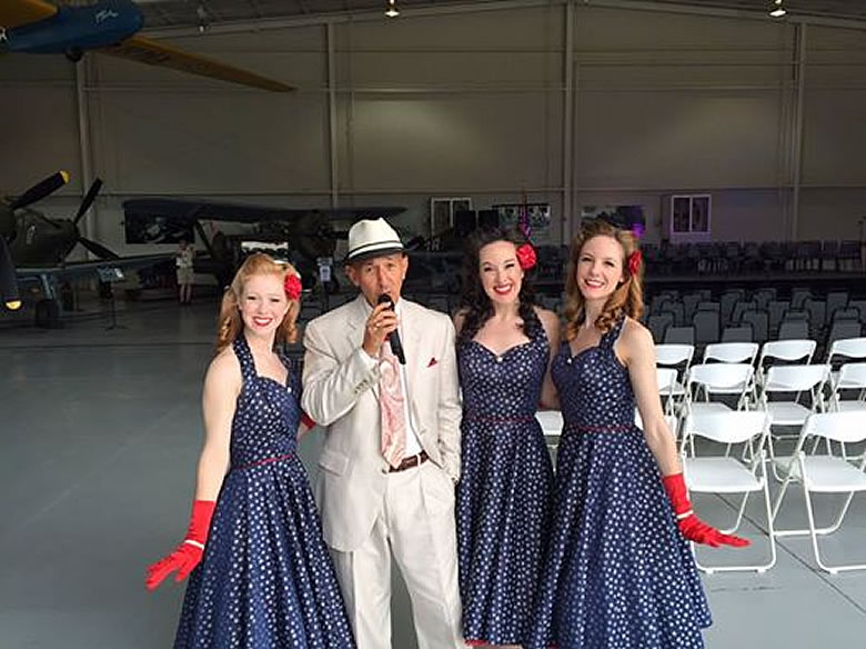 Warbirds 2015 with Victory Belles